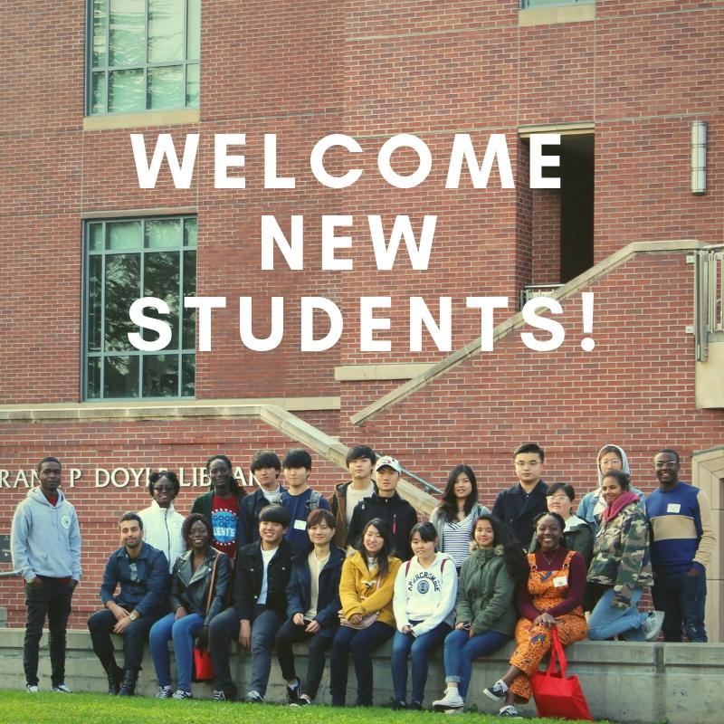 New students in front of Doyle Library