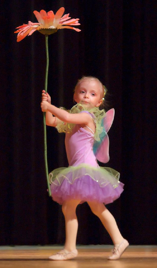 Recital 09 Sabella with flower