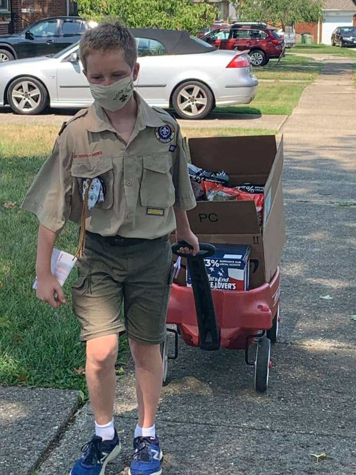 ScoutSHARE Scout Selling Popcorn