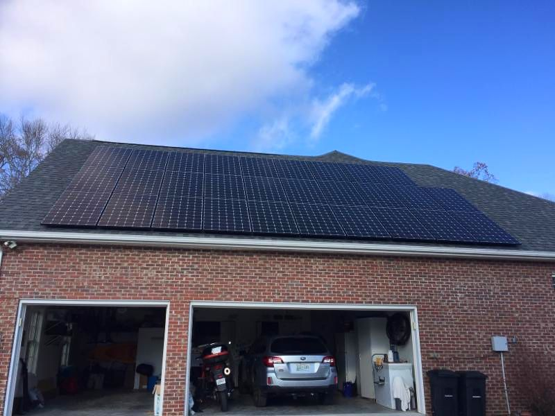 Home with solar panels in Tullahoma Tennessee