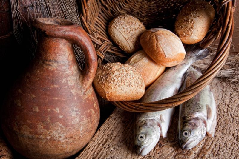 wine_jug_bread_fish.jpg