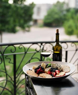 crackers-fruit-wine.jpg