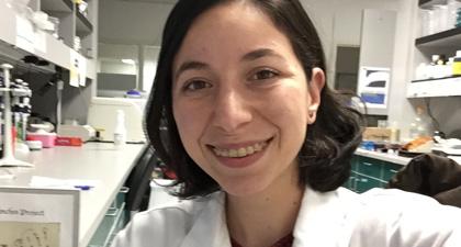 Karina Barbosa Guerra selfie in lab
