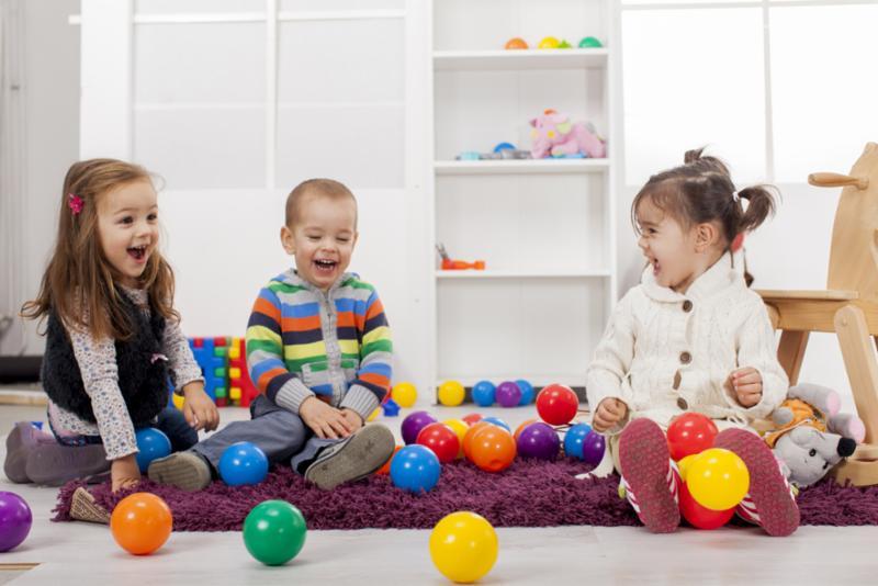 kids_playing_indoors.jpg