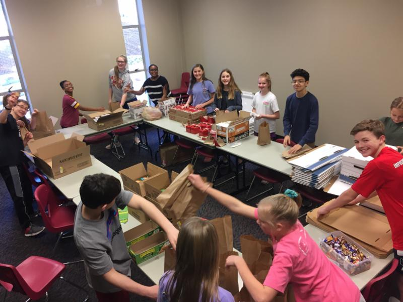 Youth at First Presbyterian Church packing lunches