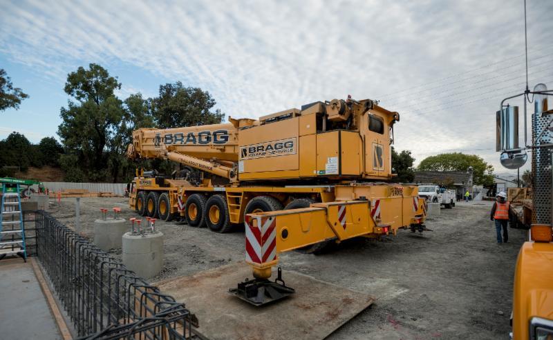 Construction equipment vehicle