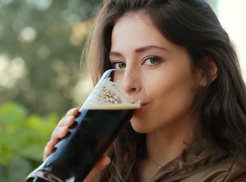 woman_beer_outside.jpg