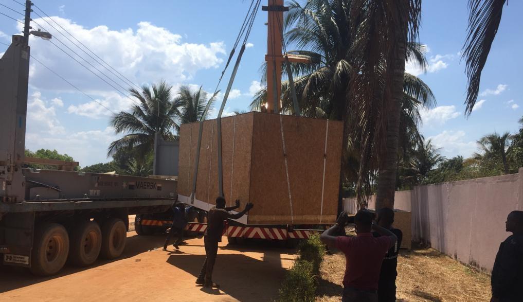 Oxygen generator being unloaded