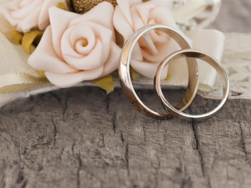 wedding_rings_flowers2.jpg
