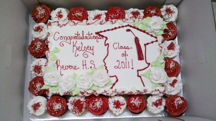 Graduation Cake with cupcakes