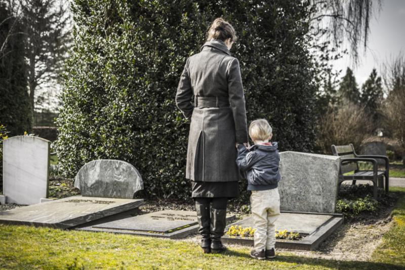 woman_child_graveyard.jpg