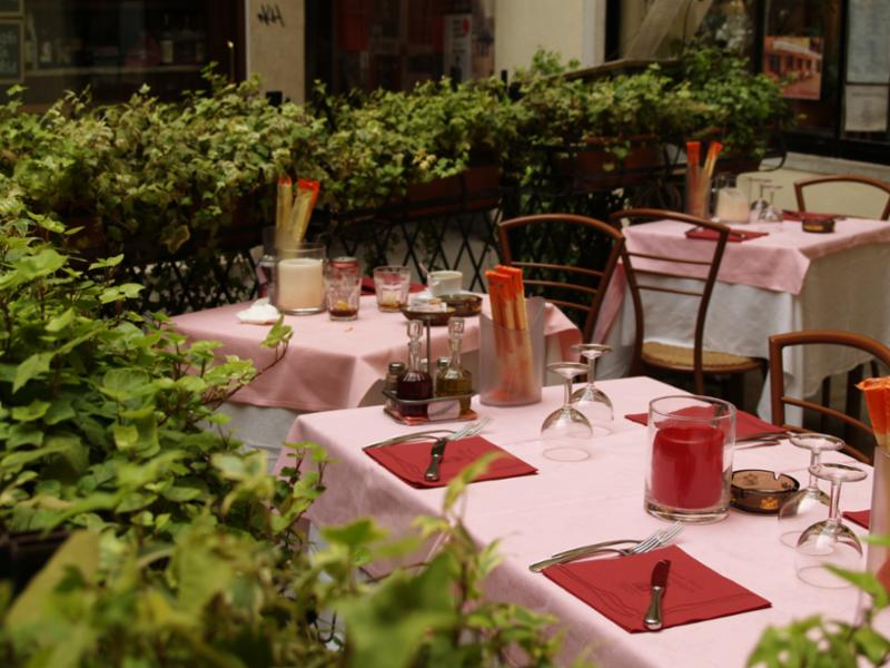 venetian_table_outdoor.jpg