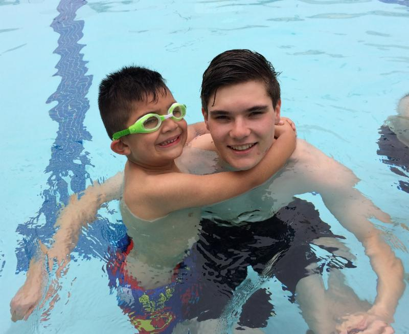 David helping a kindergarten student in the pool