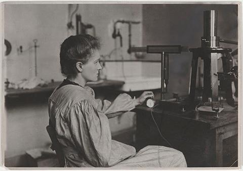 Marie Curie in her laboratory. Image courtesy Musée Curie (coll. ACJC).
