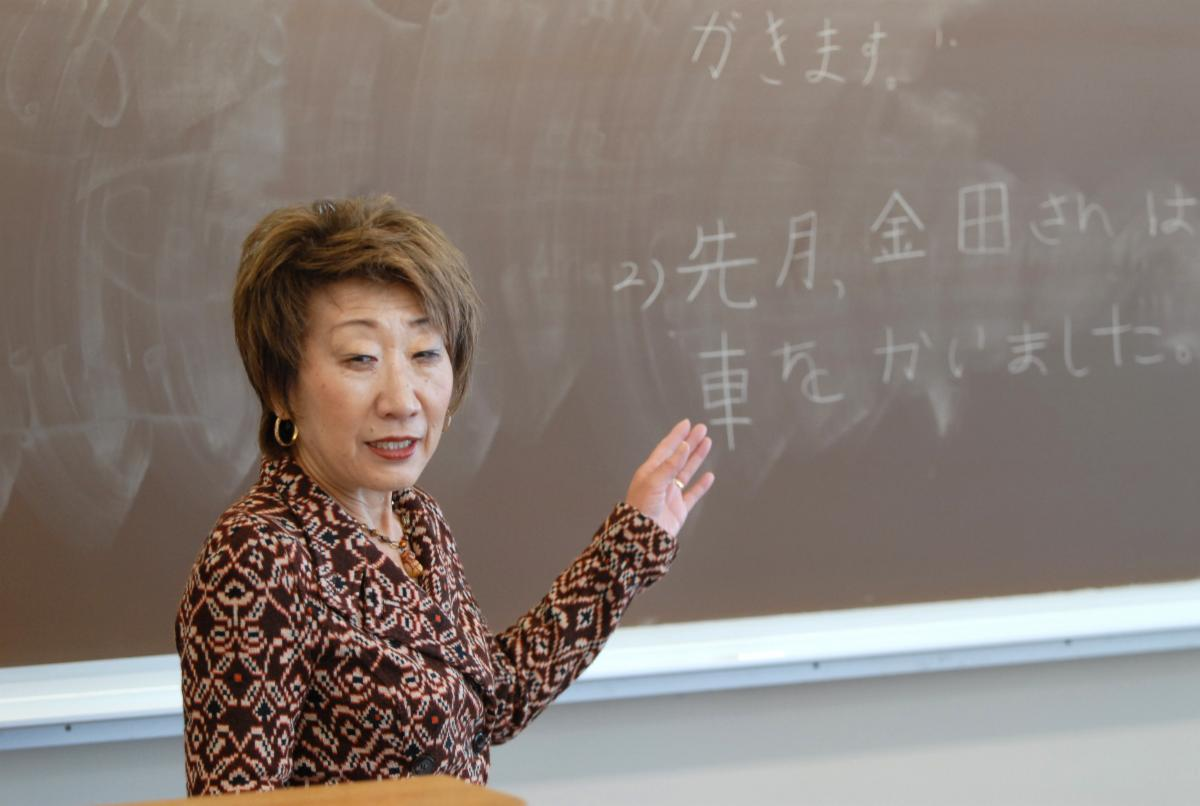 image of Dr Nakano teaching Japanese