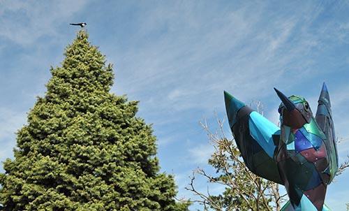 2 Birds 1 Statue