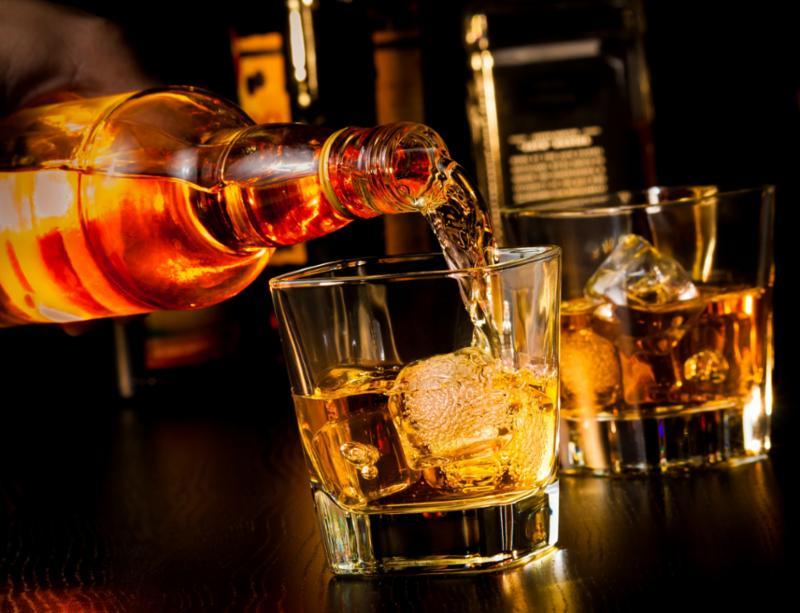bartender_whiskey.jpg