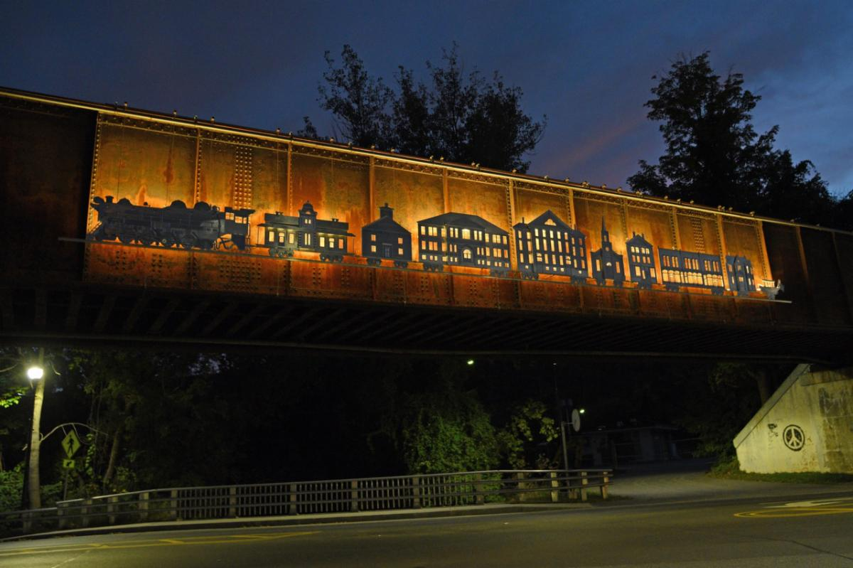 The illuminated sculpture on the Waterbury railway over the roundabout
