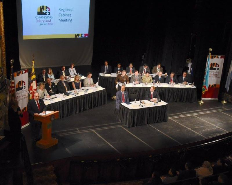 Image of full cabinet on stage with Governor and Lt. Governor in front