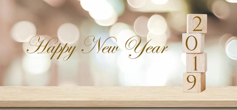 2019 happy new year greeting card_ Wooden cubes with 2019 and Happy new year celebration over blur bokeh background_ Happy new year banner