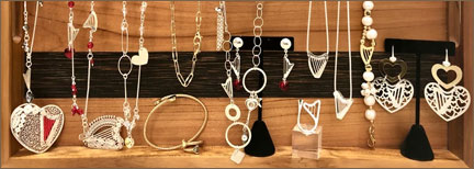 Luzma harp jewelry