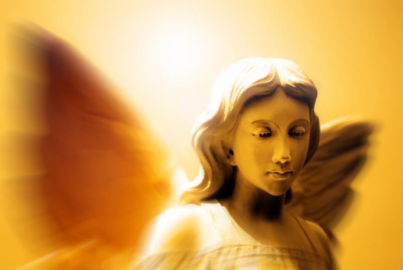 angel_statue_with_wings.jpg