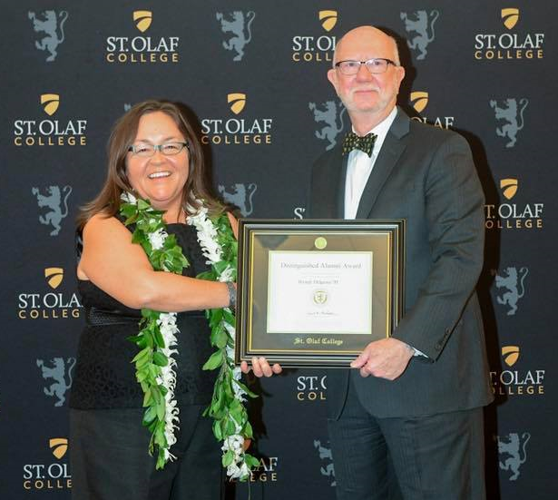 Wendy Helgemo accepted alumni award at St. Olaf's College