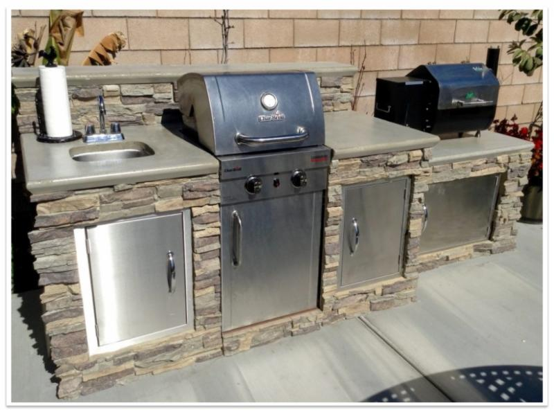 Outdoor grill island with Regency Stacked Stone