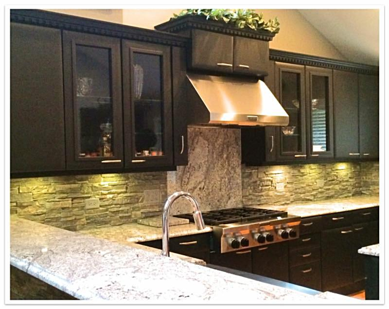 Kitchen backsplash with Norwich Stacked Stone Birchwood
