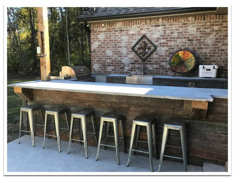 Outdoor kitchen with Reclaimed Barn Board Shiplap panels
