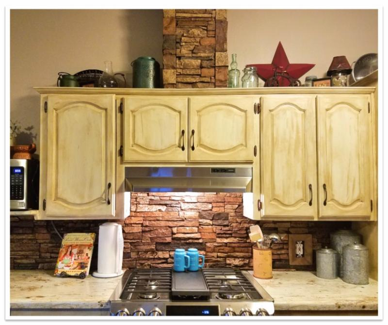 Kitchen backsplash with Norwich Stacked Stone
