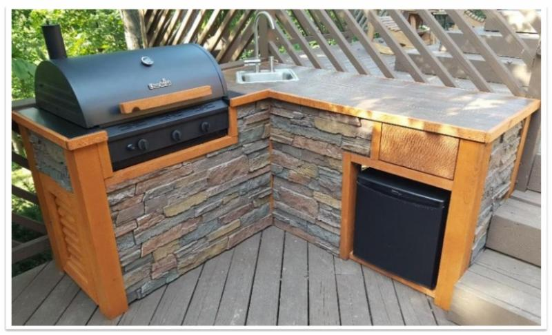 Outdoor grill station with Norwich Dakota Stonewall