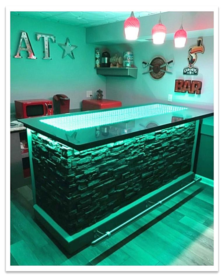 Home bar with infinity top