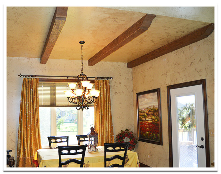 Dining room with Tuscany beams