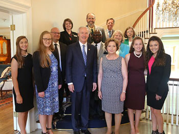4-H Finalists with Gov.