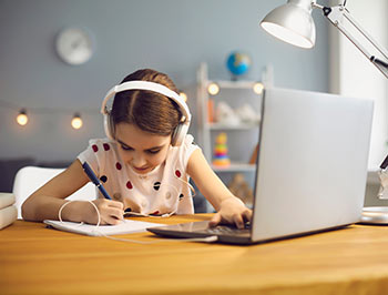 child learning virtually