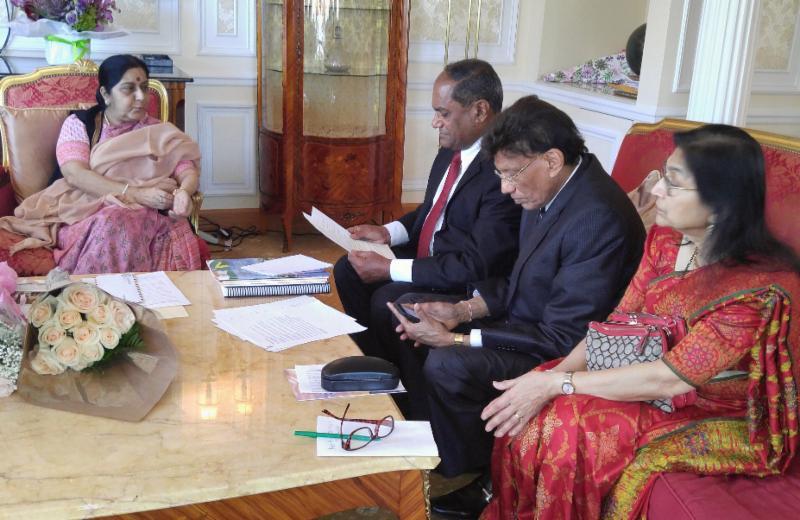 Minister Sushma Swaraj in discussion with GOPIO Delegation
