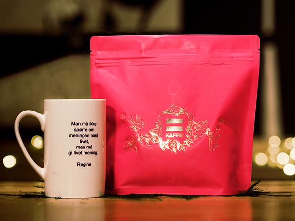 Kopp og julekaffe fra =Kaffe