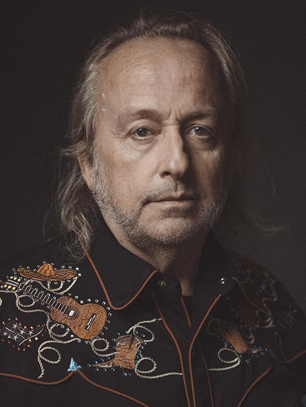 Portrett av forfatter Levi Henriksen