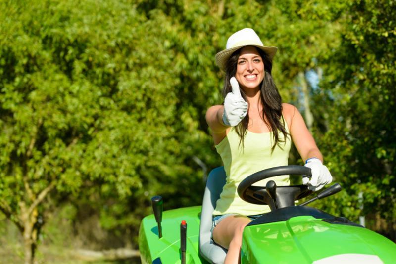 woman_mowing_lawn.jpg