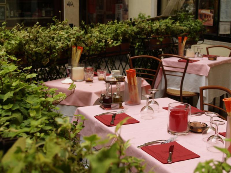 venetian_table_outdoor.jpg