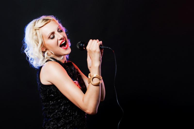 woman_singing_pop.jpg
