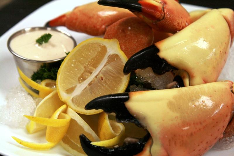 Stone Crab Claws with Sauce
