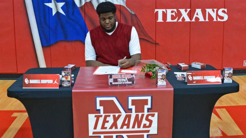Darrell Simpson signs his letter of intent to play at Oklahoma