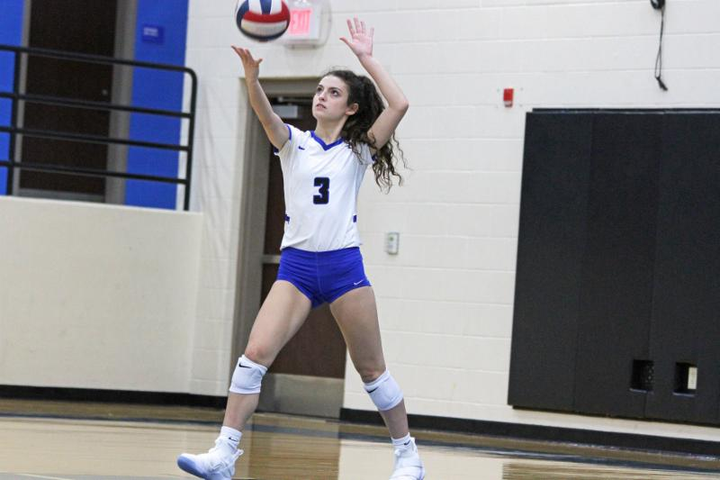 Byron Nelson libero Giselle Santini serves the ball
