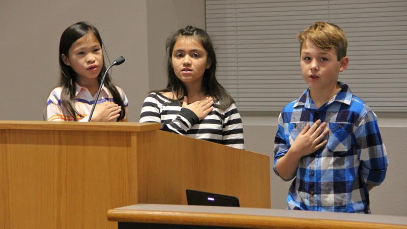 Justin Elementary School students led the pledge.