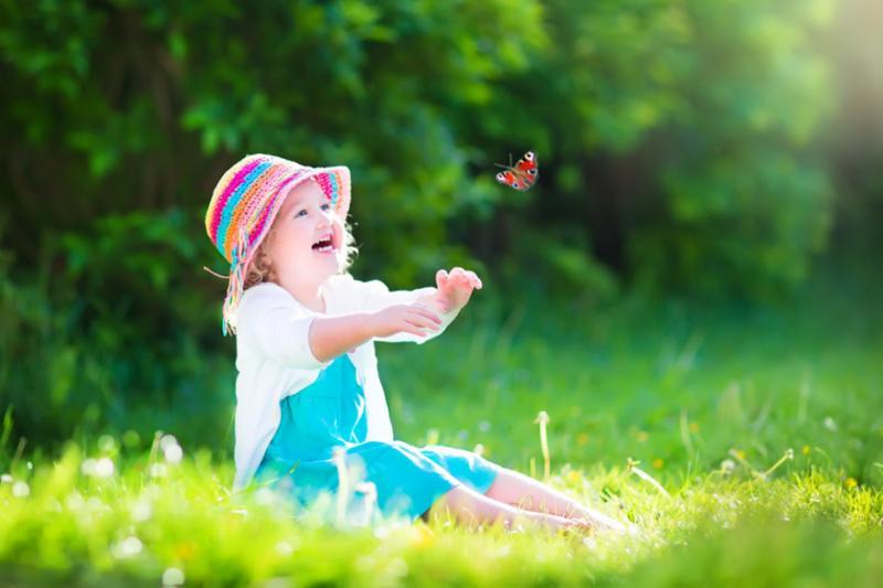 girl_playing_butterfly.jpg