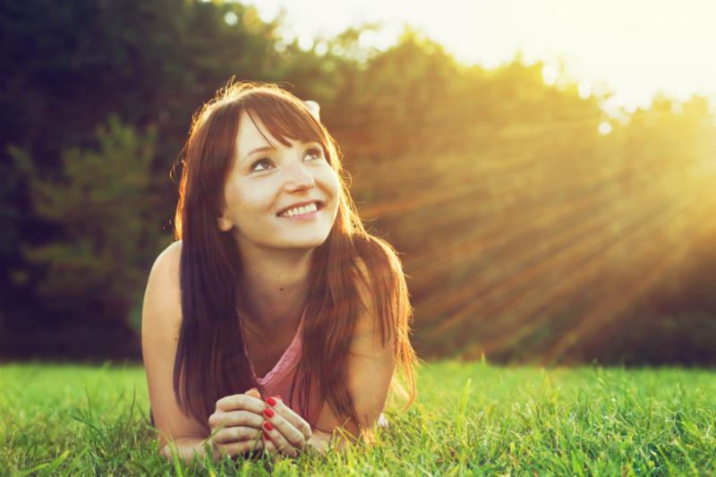 woman_lying_on_grass.jpg