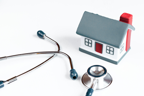 concept calling doctor to home check up