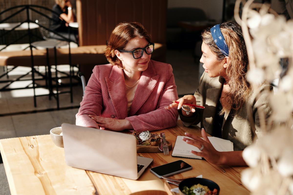 biz coaching women with laptop.jpg